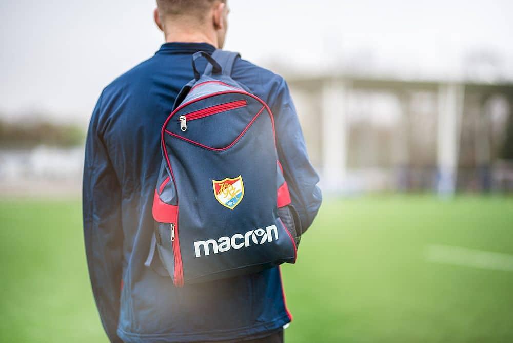 HRK Rucksack bietet genügend Platz für Trainingskleidung und Sportschuhe